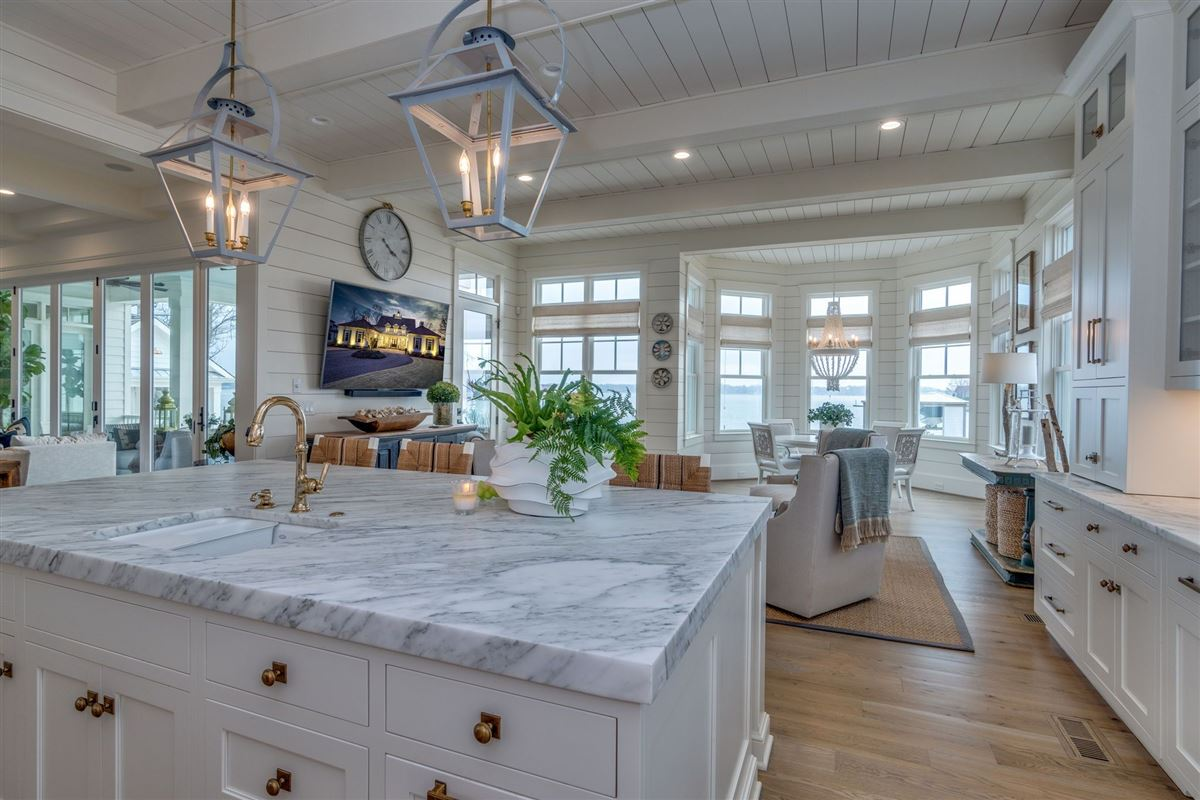Luxury homes in hidden gem in small lake norman enclave