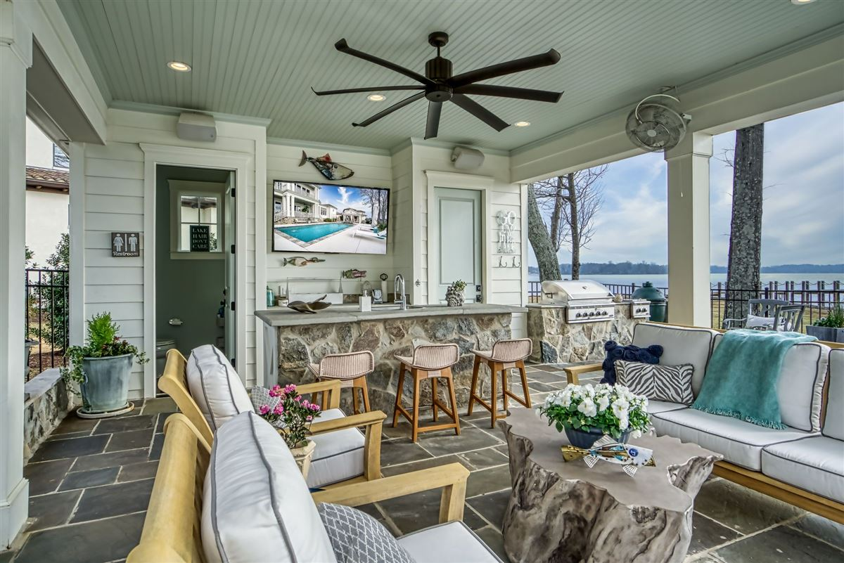Luxury real estate hidden gem in small lake norman enclave