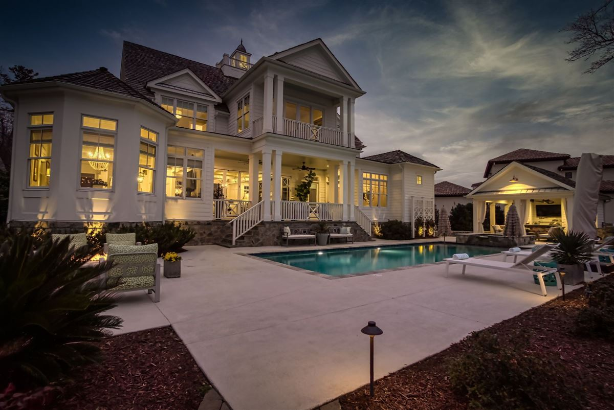 Mansions in hidden gem in small lake norman enclave