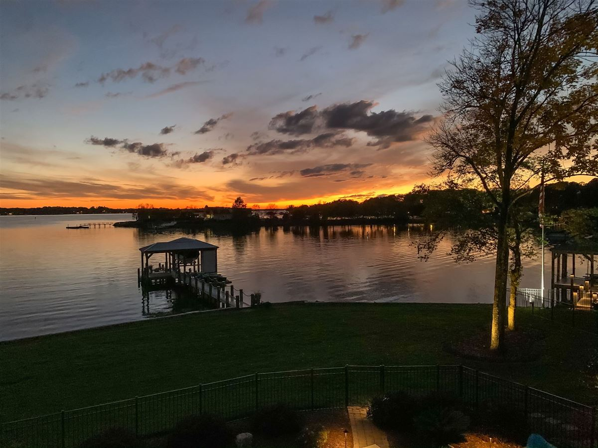 Luxury homes hidden gem in small lake norman enclave