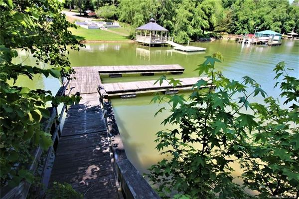 Luxury real estate build your cottage on the shores of Lake Wylie