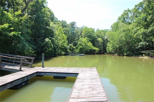 Luxury properties build your cottage on the shores of Lake Wylie