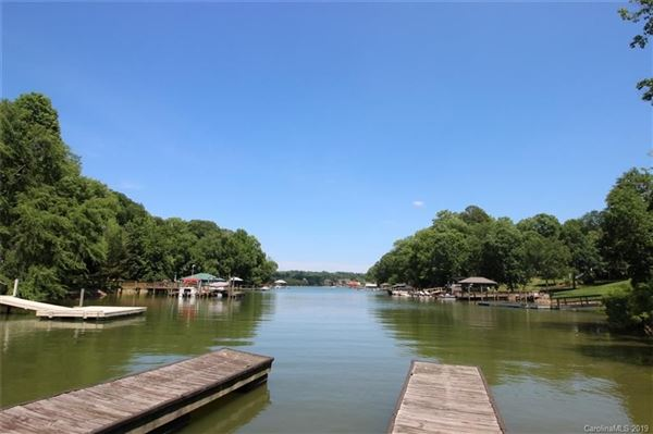 build your cottage on the shores of Lake Wylie luxury properties