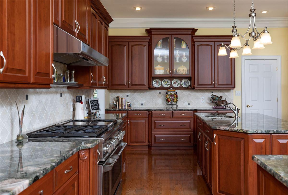 Luxury homes Paradise awaits