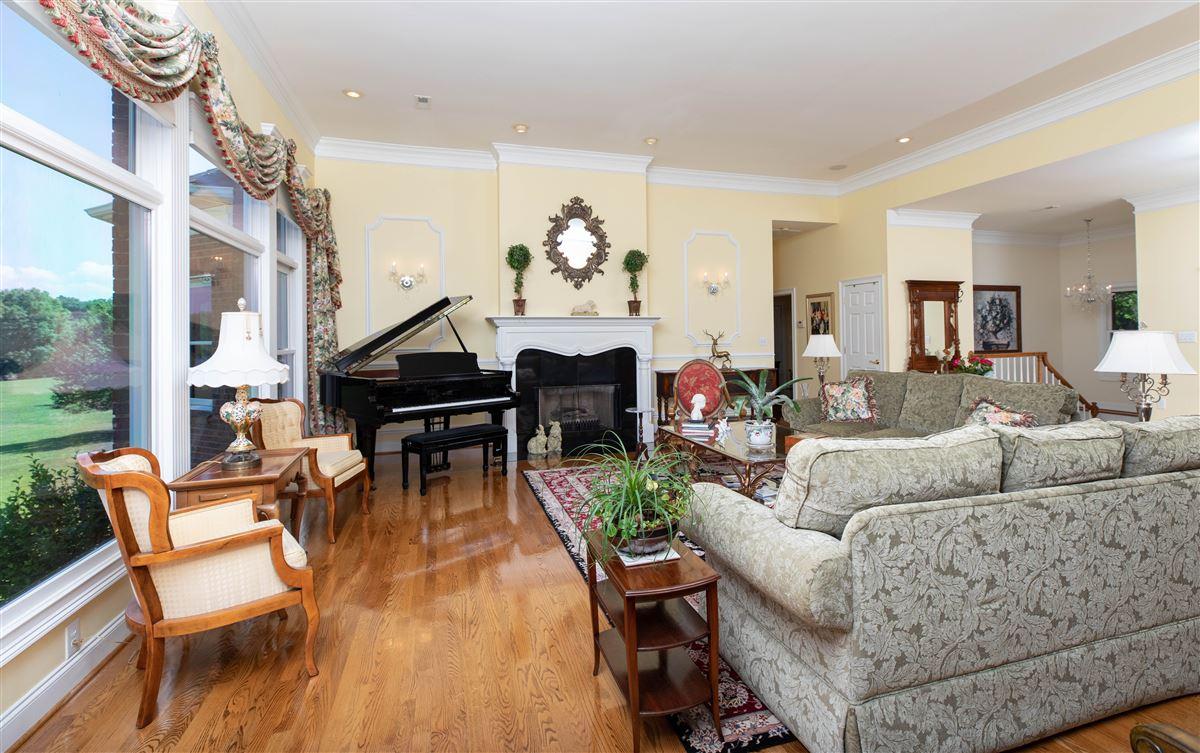 Luxury real estate Paradise awaits