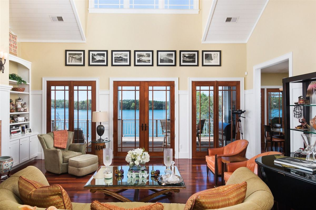 Luxury homes impeccably designed home
