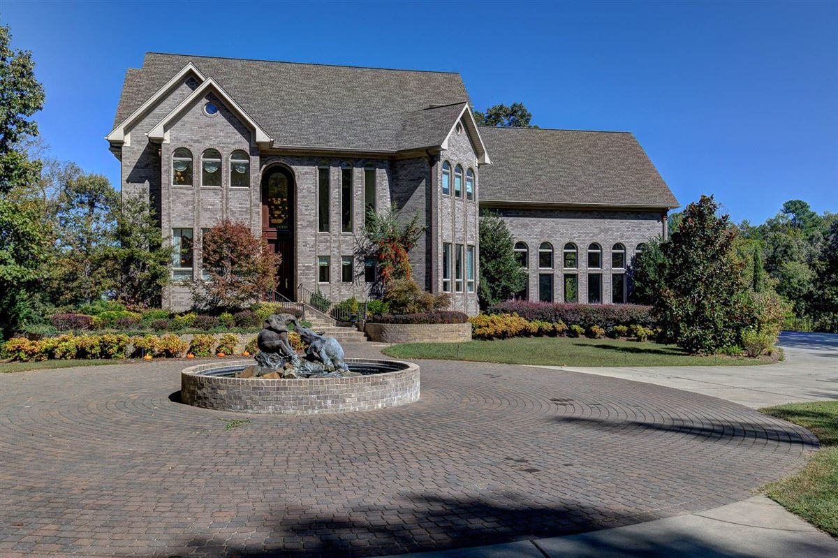 Luxury homes Custom estate on 22 acres