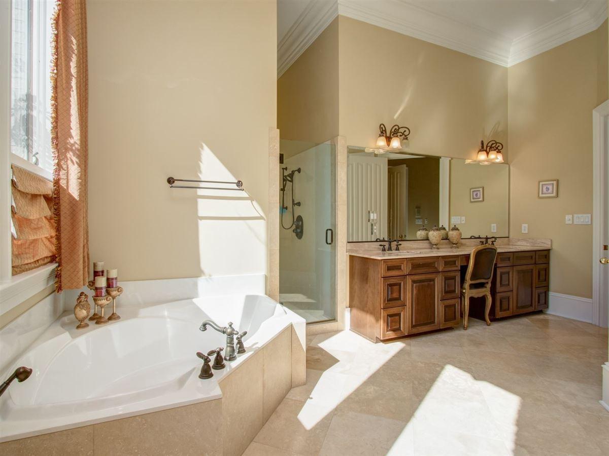 Luxury real estate Custom estate on 22 acres