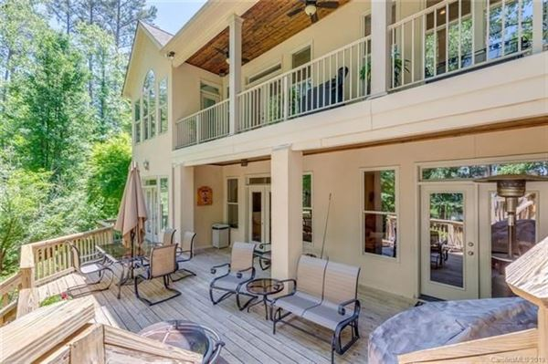 Luxury homes private lakefront getaway