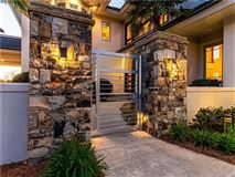 Luxury homes in 5-star lake norman property
