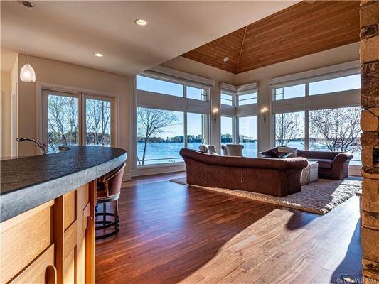 Luxury properties 5-star lake norman property