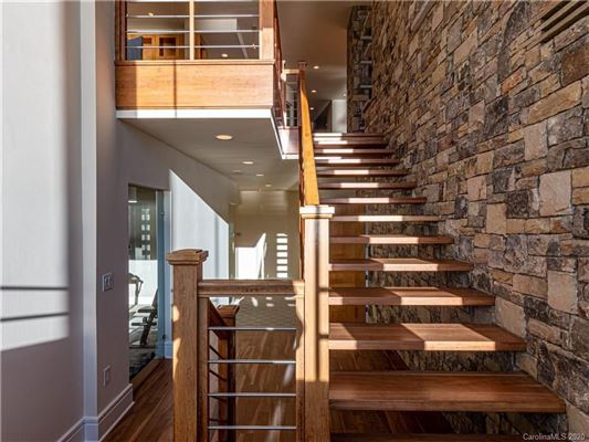 Mansions in 5-star lake norman property