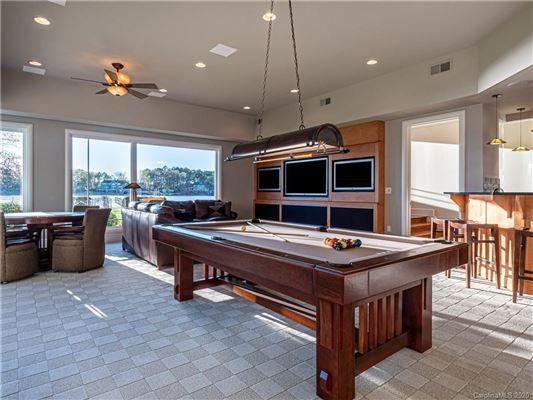 Luxury homes 5-star lake norman property