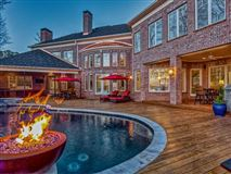 Luxury properties SOPHISTICATED HOME IN THE PENINSULA ON LAKE NORMAN