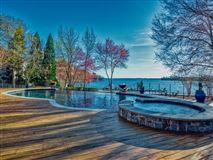 Mansions SOPHISTICATED HOME IN THE PENINSULA ON LAKE NORMAN