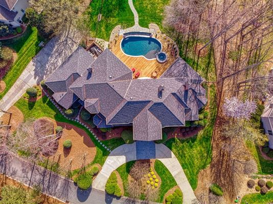 SOPHISTICATED HOME IN THE PENINSULA ON LAKE NORMAN luxury homes