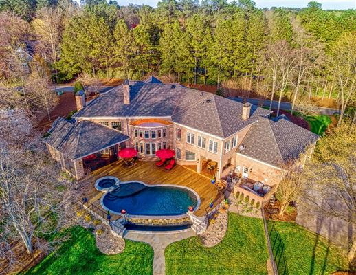 Luxury real estate SOPHISTICATED HOME IN THE PENINSULA ON LAKE NORMAN