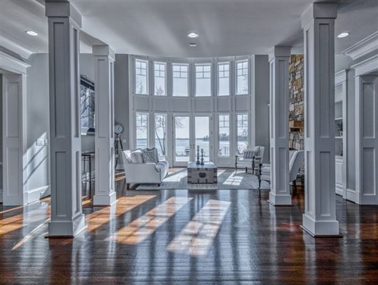 SOPHISTICATED HOME IN THE PENINSULA ON LAKE NORMAN luxury properties