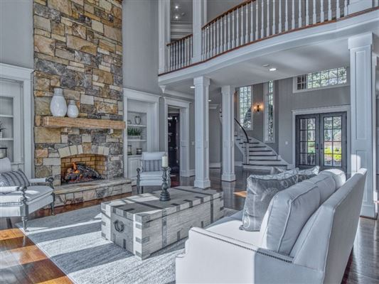 SOPHISTICATED HOME IN THE PENINSULA ON LAKE NORMAN mansions