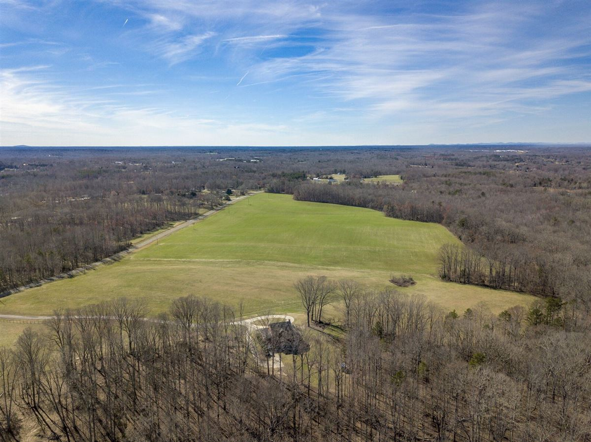 Luxury real estate 32 acre Equestrian Property In North carolina