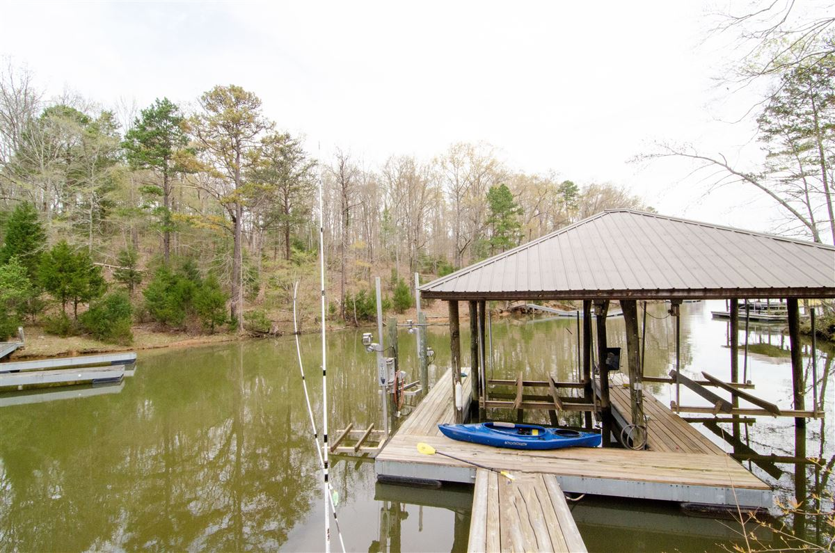 Mansions in Beautiful Waterfront Oasis on Lake Wylie