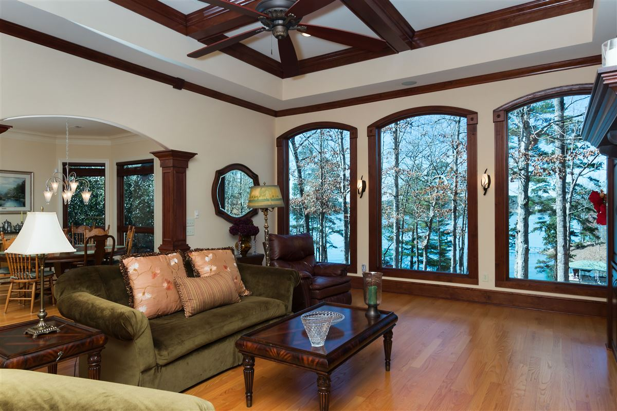 Luxury real estate standout home on Lake Keowee