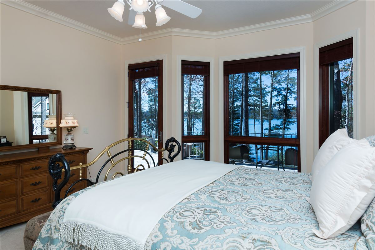 Mansions in standout home on Lake Keowee