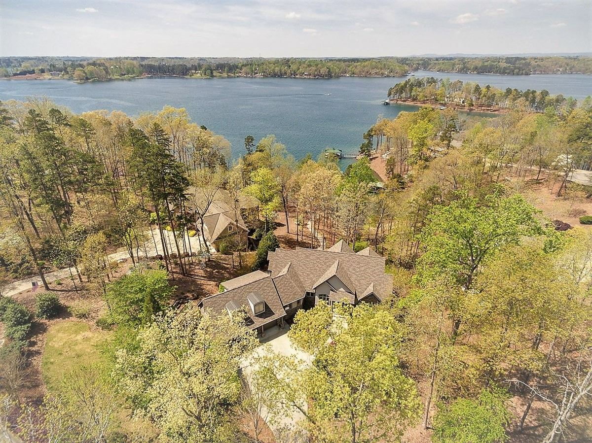 standout home on Lake Keowee luxury real estate