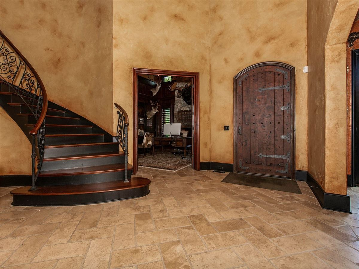 Luxury homes Elegant home with INTRICATE details of quality throughout