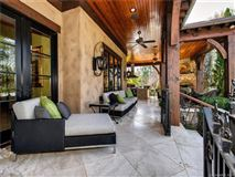 Mansions Elegant home with INTRICATE details of quality throughout