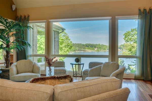immaculate Home at Lake Keowee luxury homes