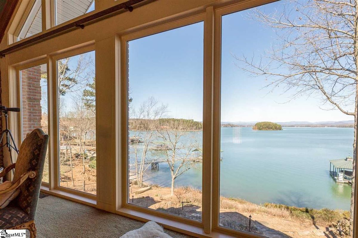 BIG SWEEPING LAKE KEOWEE and MOUNTAIN VIEWS luxury properties