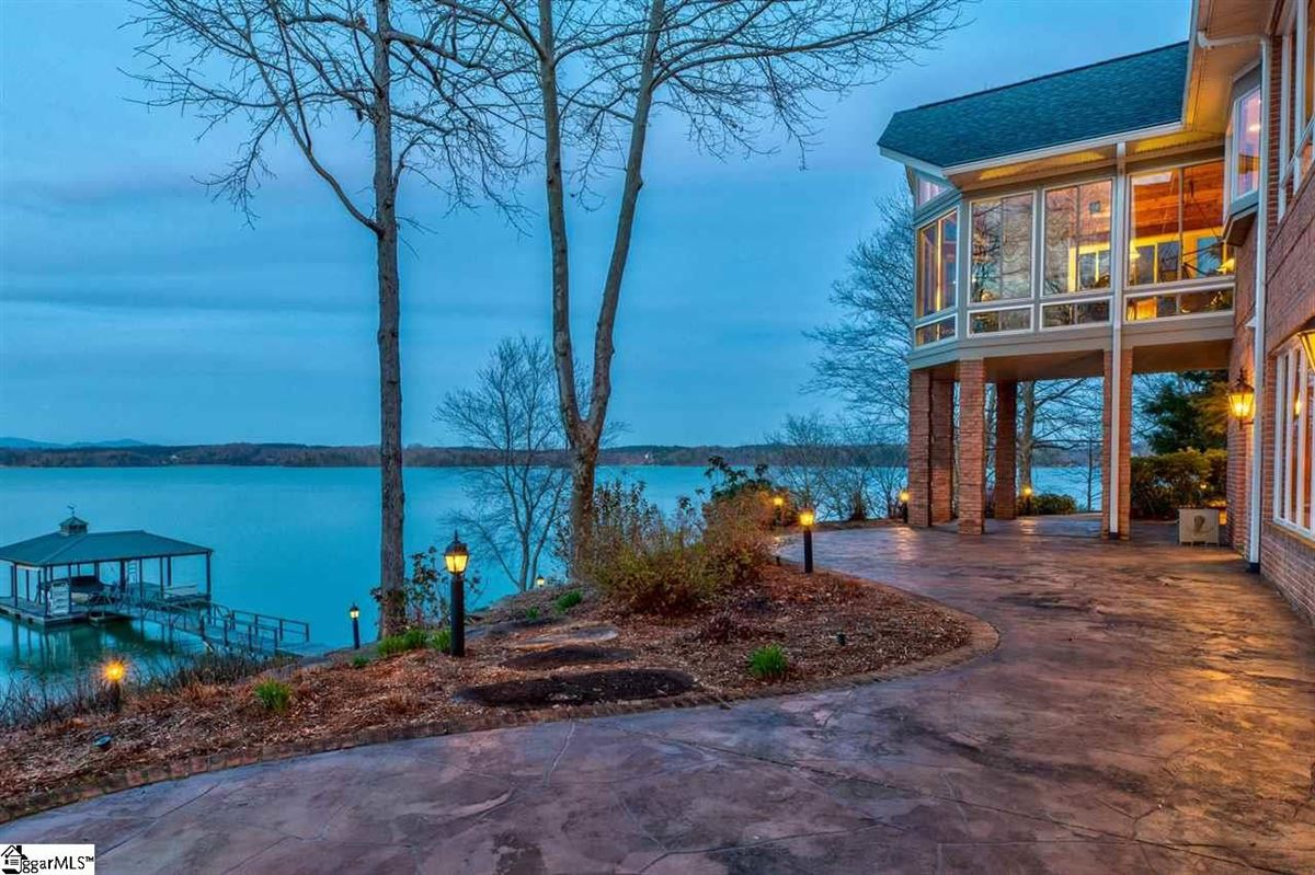 Luxury properties BIG SWEEPING LAKE KEOWEE and MOUNTAIN VIEWS