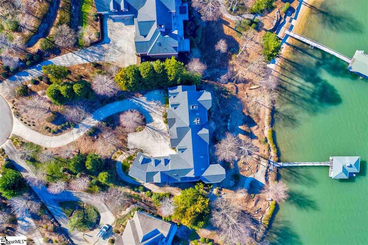 Luxury homes BIG SWEEPING LAKE KEOWEE and MOUNTAIN VIEWS