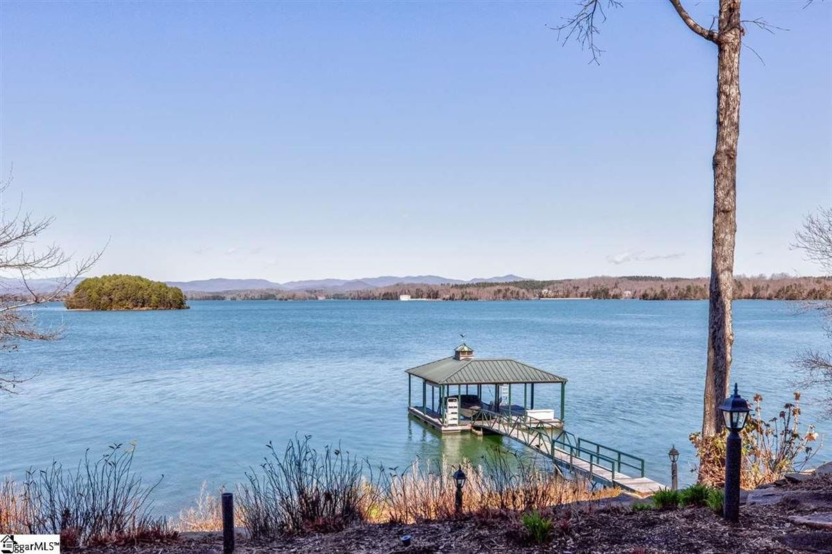BIG SWEEPING LAKE KEOWEE and MOUNTAIN VIEWS luxury homes