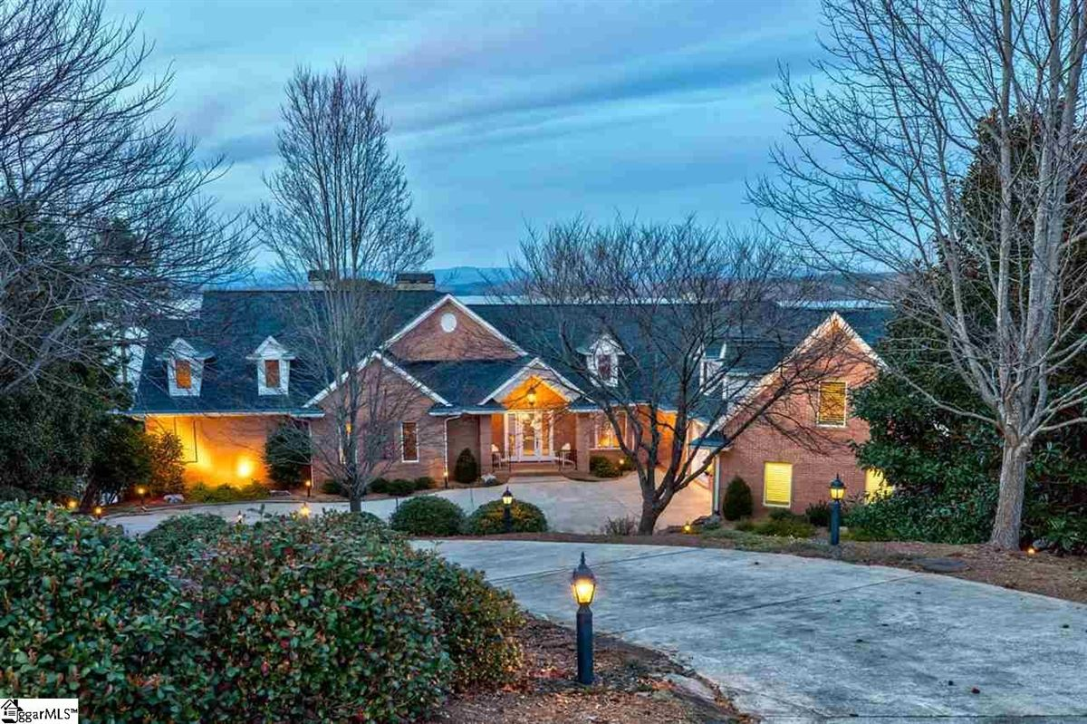Luxury real estate BIG SWEEPING LAKE KEOWEE and MOUNTAIN VIEWS