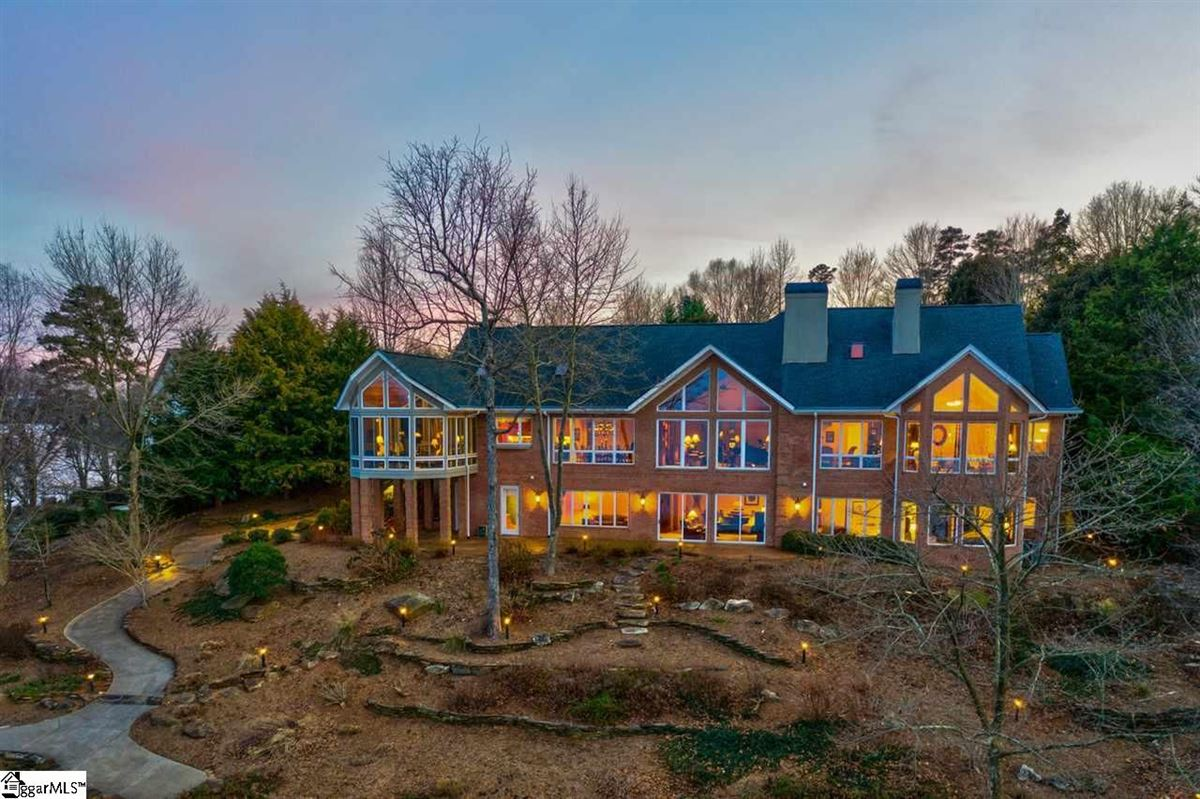 BIG SWEEPING LAKE KEOWEE and MOUNTAIN VIEWS luxury real estate