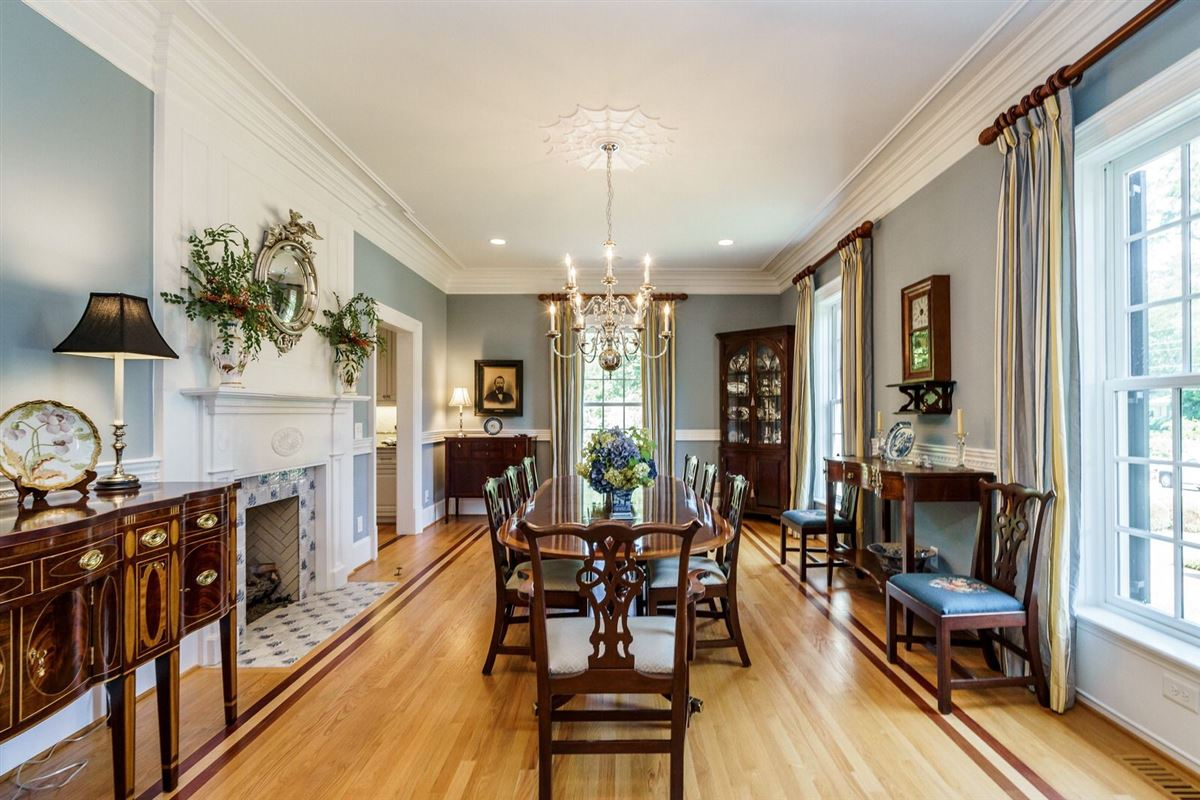 Luxury homes QUALITY and UNDERSTATED ELEGANCE