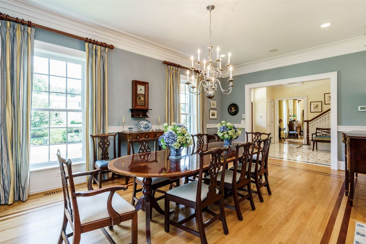 QUALITY and UNDERSTATED ELEGANCE luxury homes