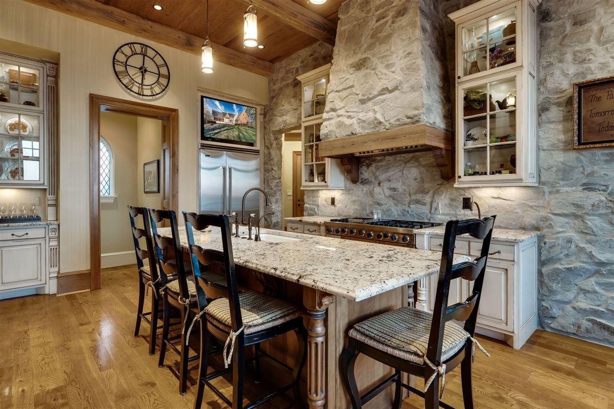 Grandeur and Charm on Lake Norman luxury properties