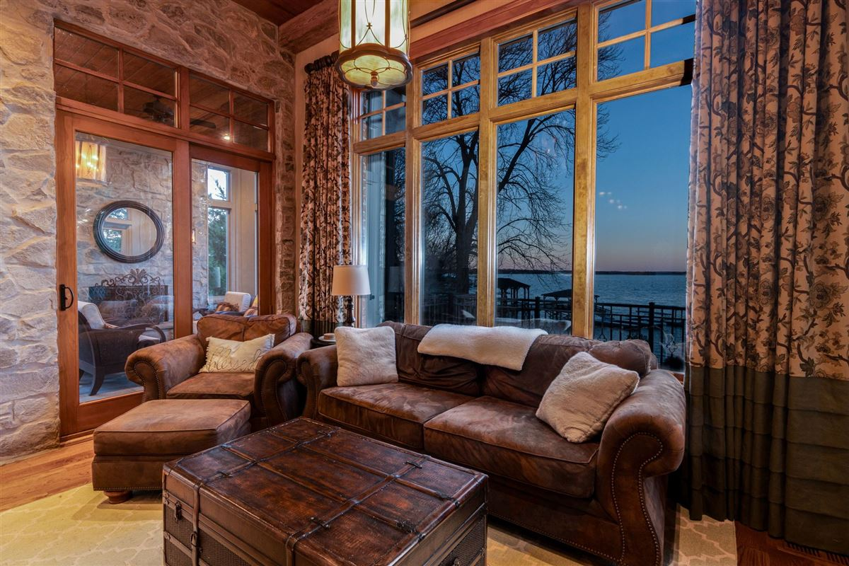 Grandeur and Charm on Lake Norman mansions