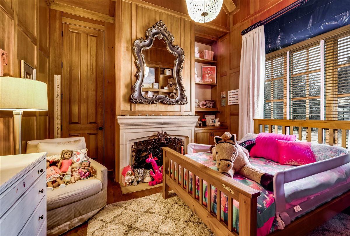 Luxury homes Grandeur and Charm on Lake Norman