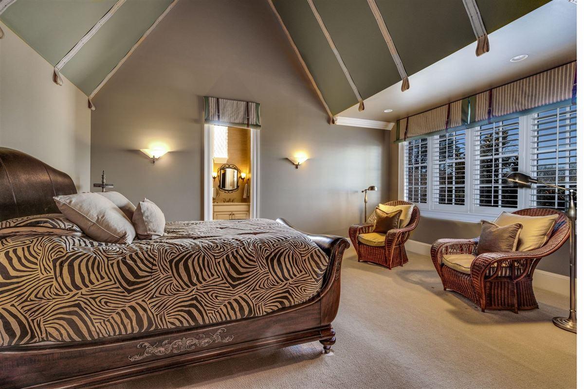 Grandeur and Charm on Lake Norman luxury real estate
