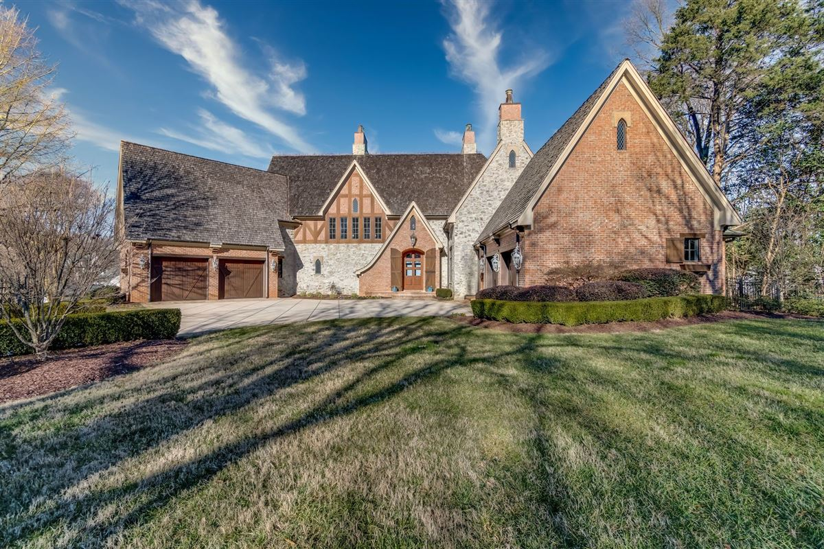 Mansions in Grandeur and Charm on Lake Norman