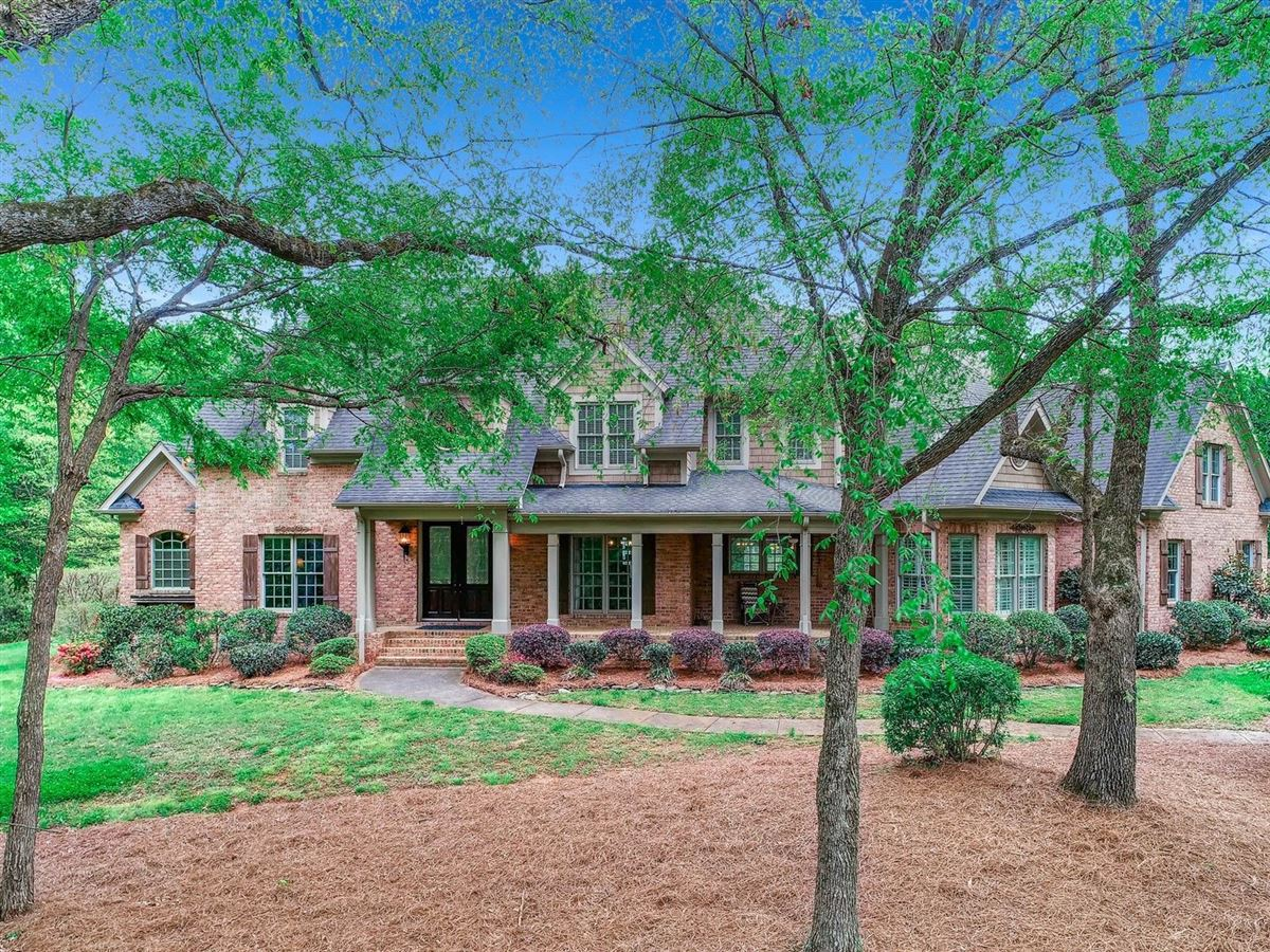 GORGEOUS CUSTOM HOME OVER 3 PRIVATE ACRES WITH POND | North Carolina