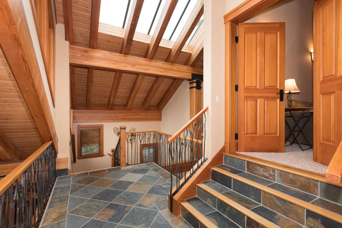 Expansive Blueberry Chalet with Breathtaking Views luxury properties