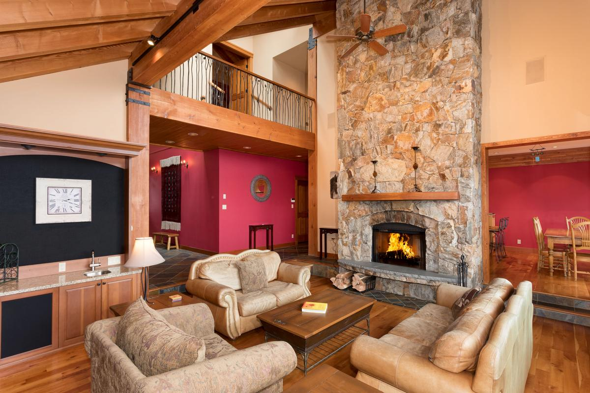 Luxury properties Expansive Blueberry Chalet with Breathtaking Views