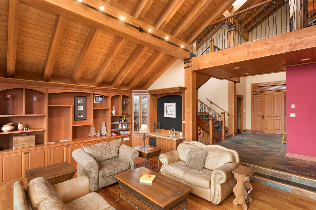 Expansive Blueberry Chalet with Breathtaking Views luxury real estate
