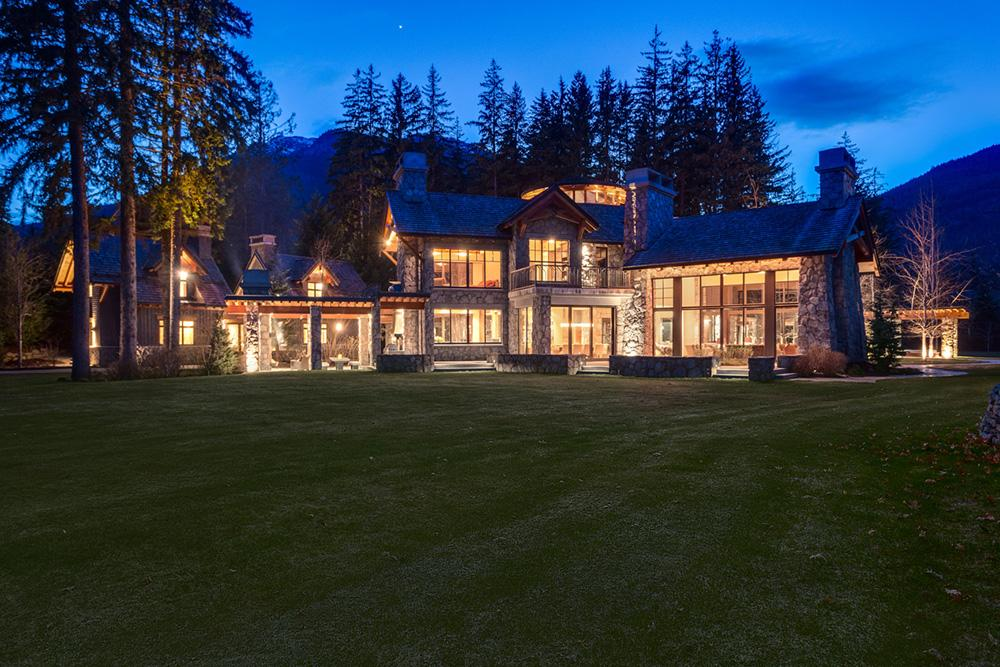 Luxury homes Exceptional Private Estate on over 5 acres