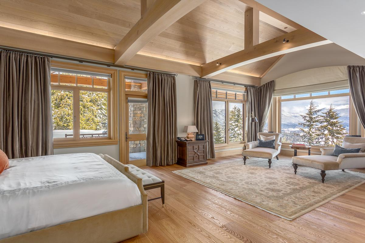 Mountain Oasis in Whistler mansions